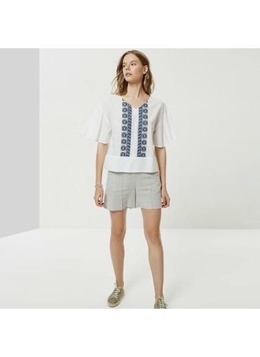 Yargıcı Kadın Nakış Detaylı V Yaka Bluz 0YKGM6111X Beyaz